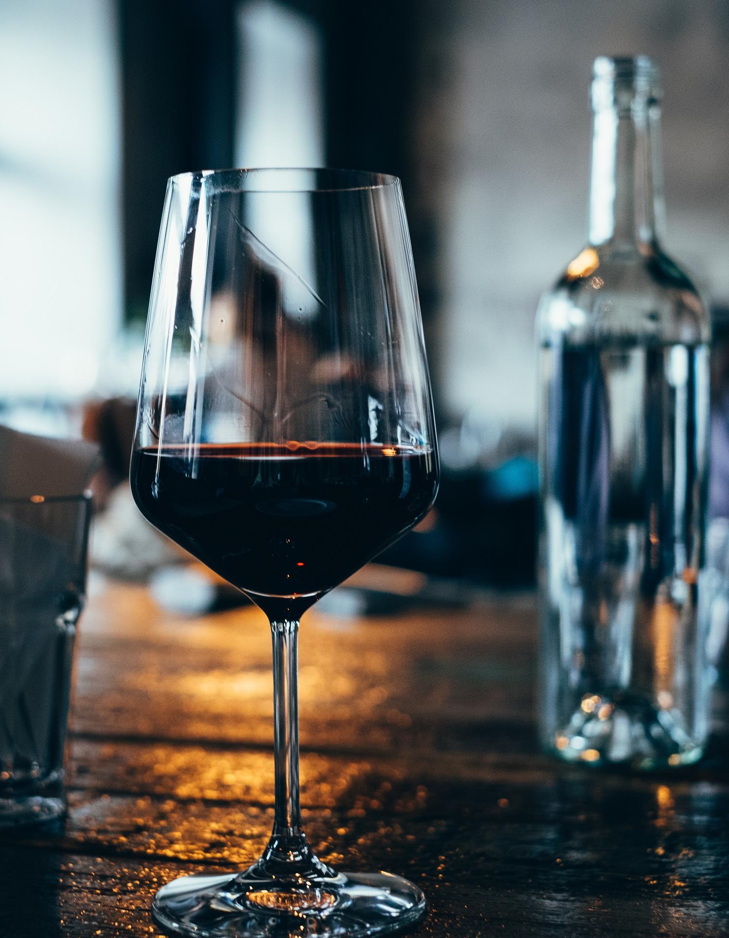 Combien de calories dans un verre de vin ? Elle à Table