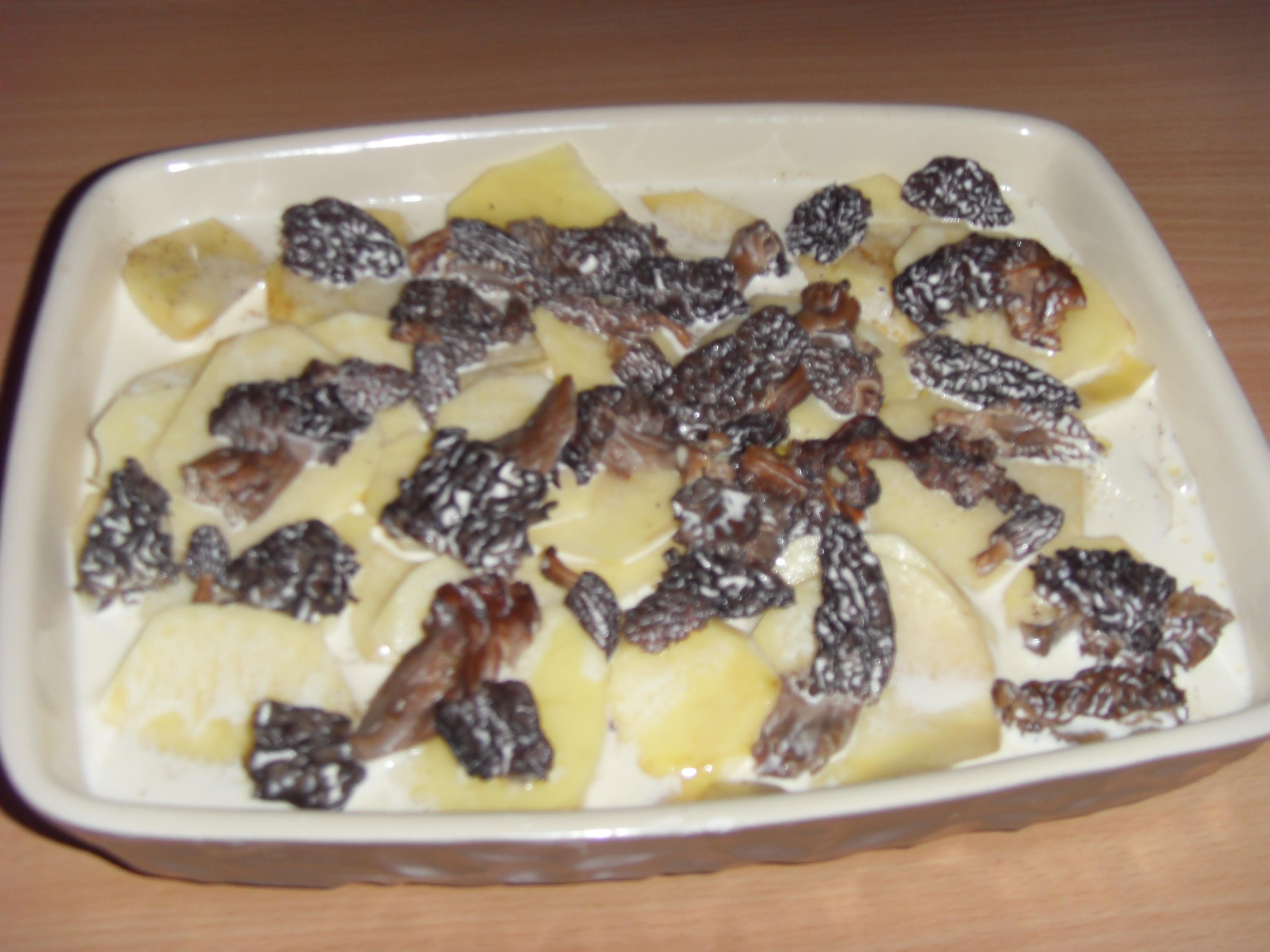 gratin de pommes de terre aux morilles pour 4 personnes recettes elle table. Black Bedroom Furniture Sets. Home Design Ideas