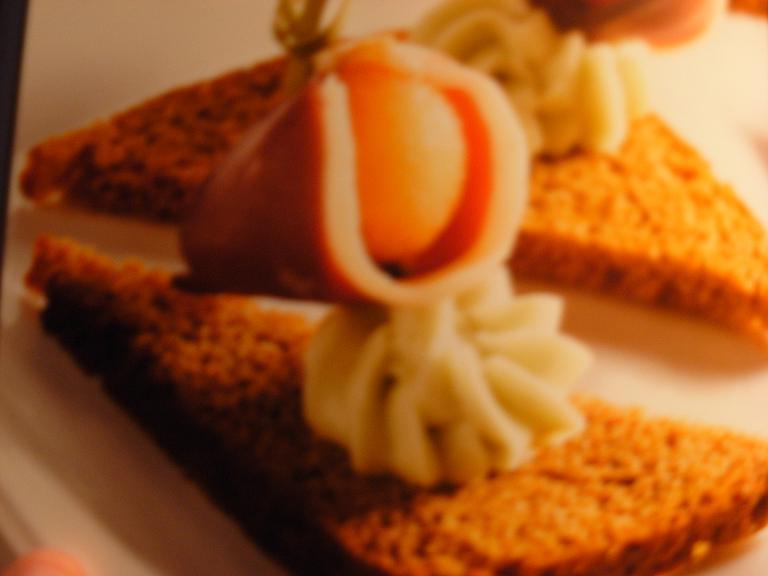 melon et magret fum sur toast de pain d 39 pices pour 8 personnes recettes elle table. Black Bedroom Furniture Sets. Home Design Ideas