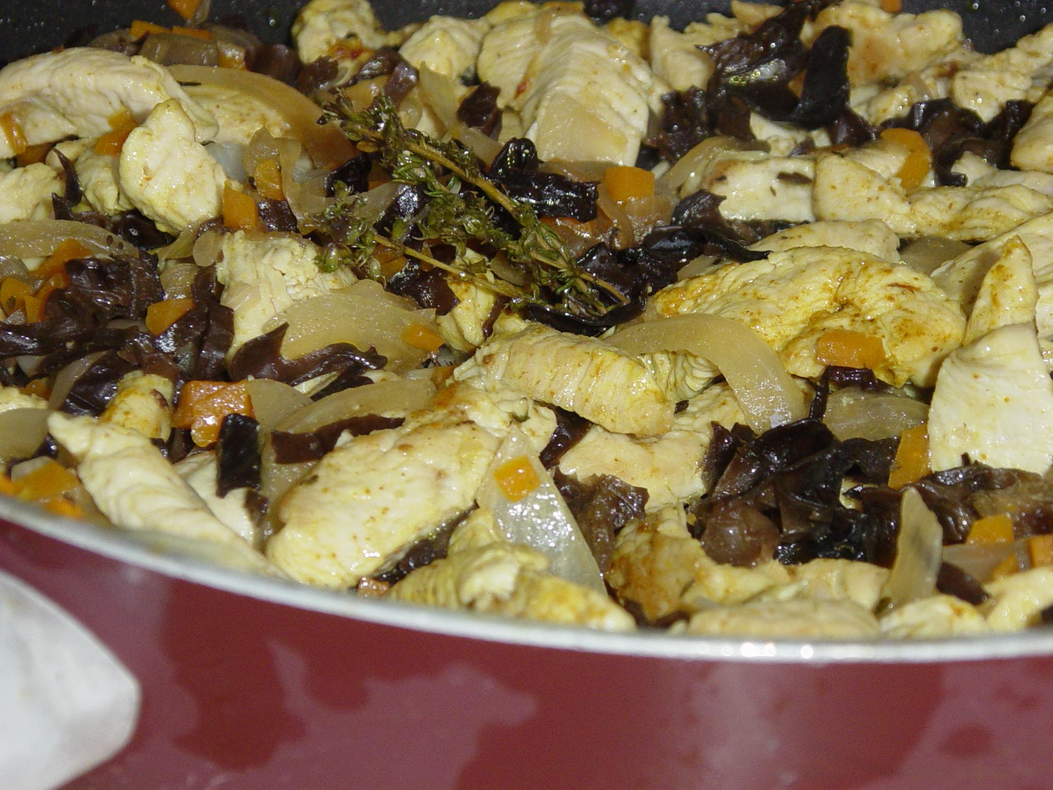 Poulet parfumé aux champignons noirs