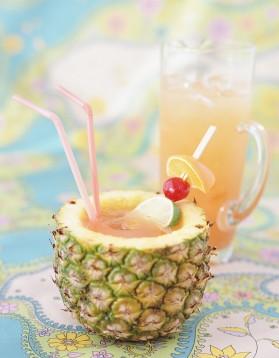 cocktail acapulco golden au rhum blanc et ananas pour 1 personnes recettes elle table elle. Black Bedroom Furniture Sets. Home Design Ideas