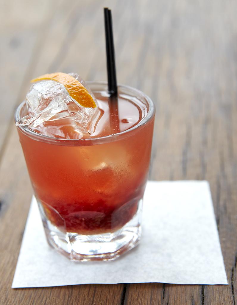 cocktail au whisky et au citron pour 1 personne recettes elle table. Black Bedroom Furniture Sets. Home Design Ideas