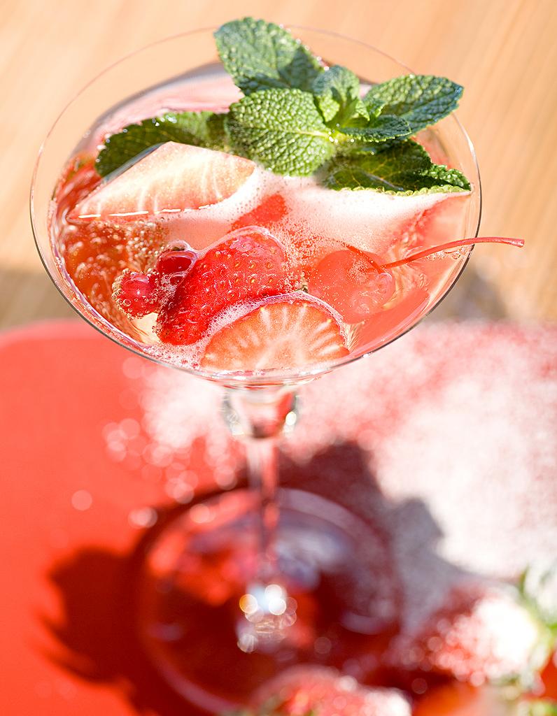 Cocktail Punch A La Fraise Et Rhum Pour 1 Personne Recettes Elle A