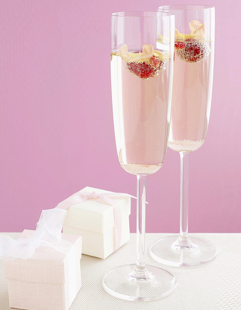 Cocktail rose ros au champagne et la framboise pour 1 personne recettes elle table - Cuisine au champagne ...