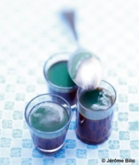 http://cdn-elle.ladmedia.fr/var/plain_site/storage/images/elle-a-table/recettes-de-cuisine/cremes-au-chocolat-confiture-litchis-curacao-1553747/17249900-6-fre-FR/Cremes-au-chocolat-confiture-litchis-curacao_large_recette.jpg