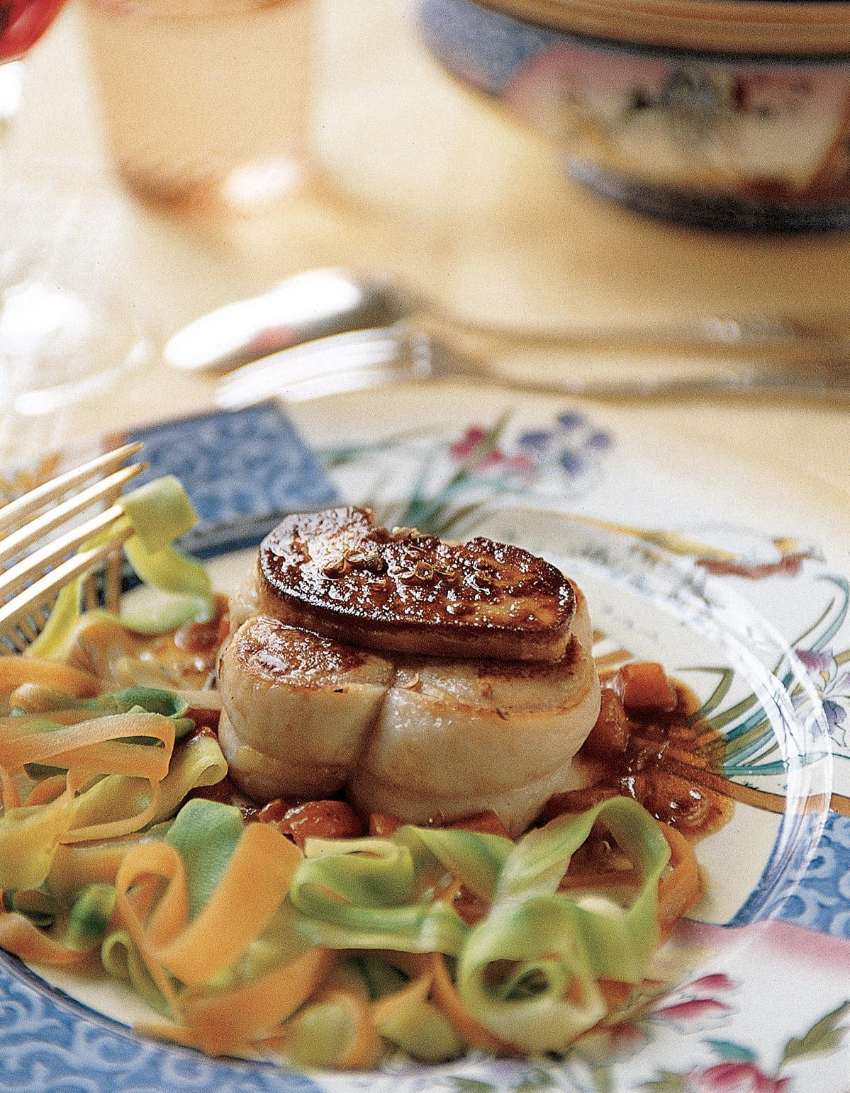 grenadins de veau au foie gras frais pour 6 personnes recettes elle table. Black Bedroom Furniture Sets. Home Design Ideas