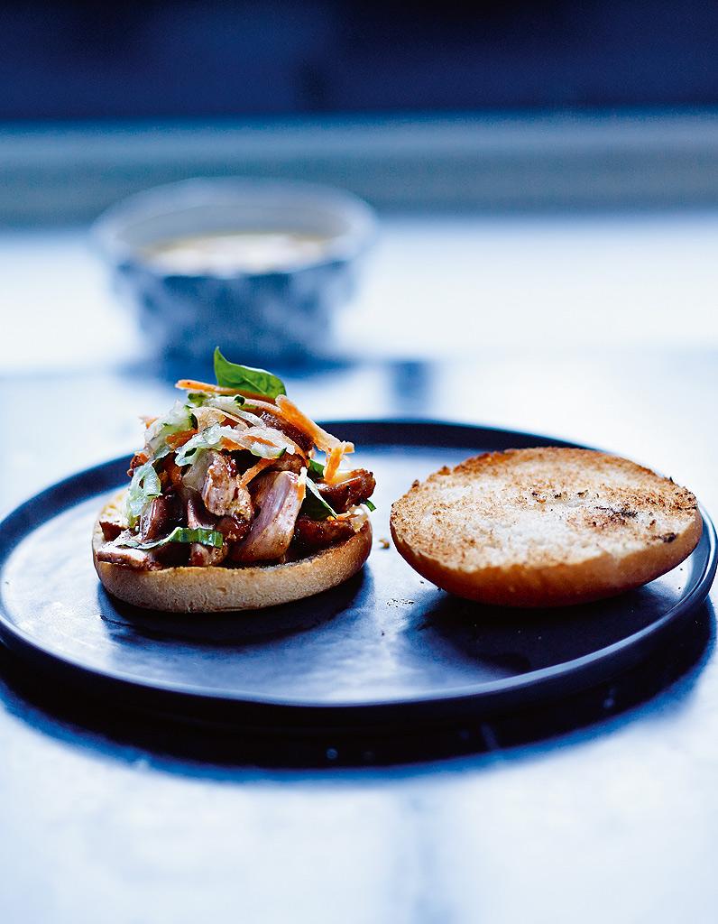 Hamburger banh mi sans gluten pour 4 personnes recettes elle table - Recette de cuisine sans gluten ...