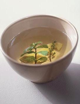 http://cuisine.elle.fr/var/plain_site/storage/images/elle-a-table/recettes-de-cuisine/infusion-de-citron-menthe-et-thym/80135-4-fre-FR/infusion-de-citron-menthe-et-thym_large_recette.jpg