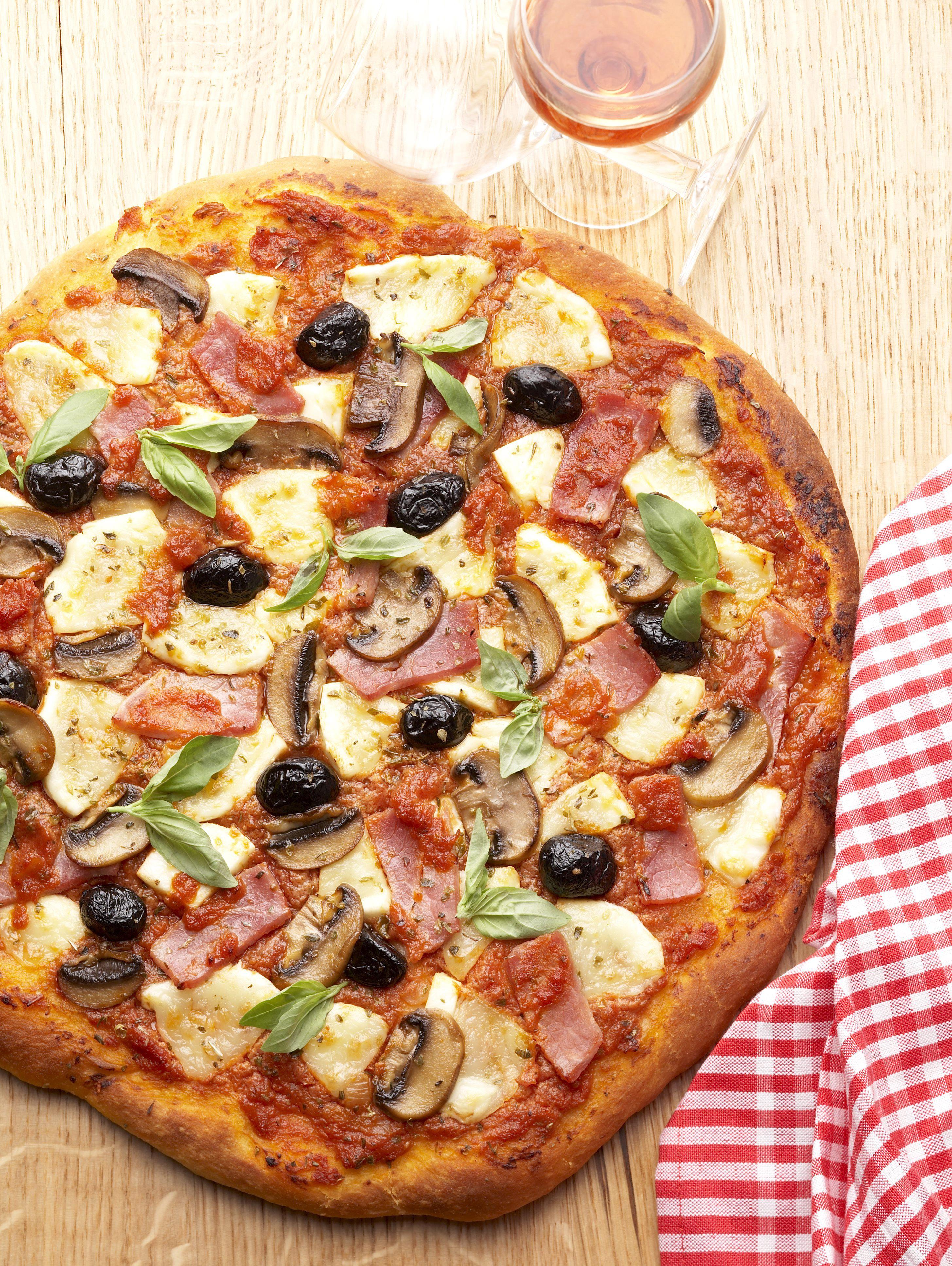 Pizza Regina pour 6 personnes - Recettes Elle à Table