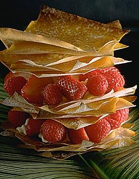 Mille feuille aux fruits rouges pour 4 personnes recettes elle table - Feuille de cuisine ...
