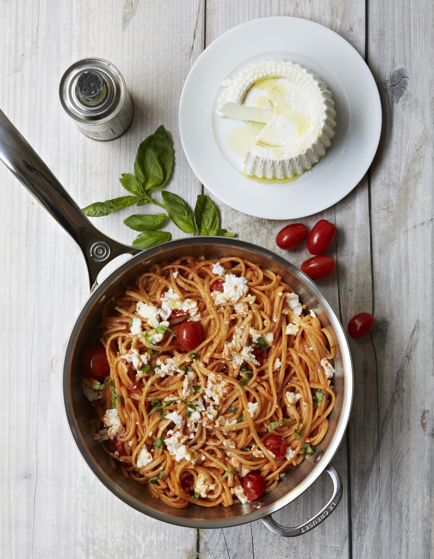 one pot pasta spaghettis tomates et ricotta pour 3 personnes recettes elle table. Black Bedroom Furniture Sets. Home Design Ideas