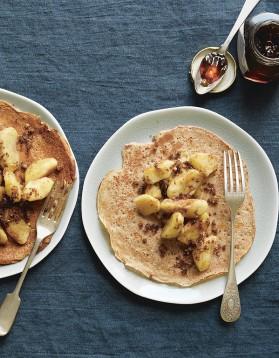 Pancakes l 39 peautre pommes caram lis es de trish deseine pour 4 personnes recettes elle - Recette pancakes herve cuisine ...