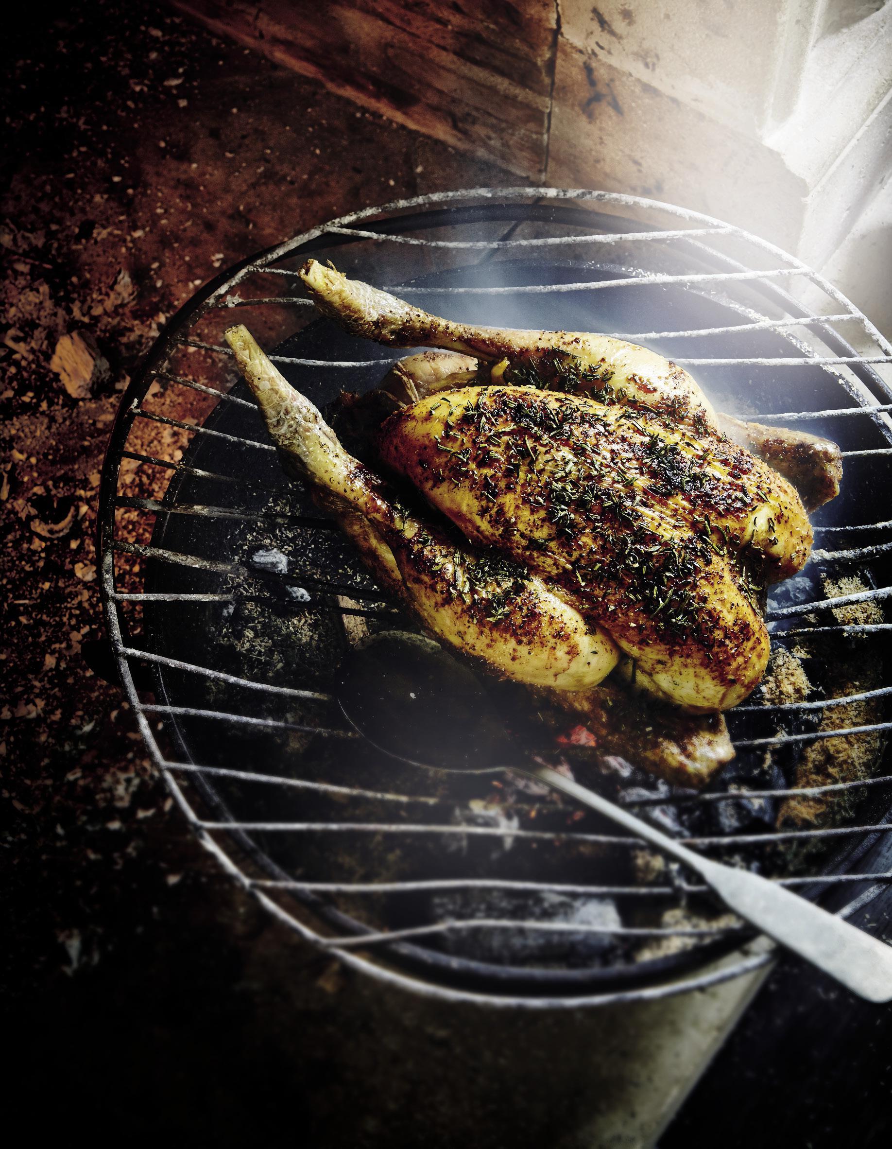 Cuisine Feu De Bois poulet rôti au feu de bois pour 4 personnes - recettes elle à table