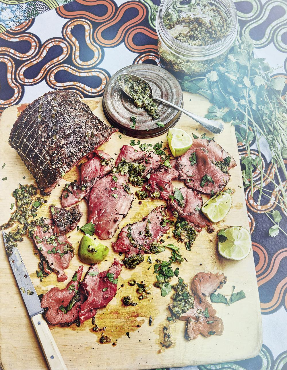 Rôti de bœuf frotté au poivre, sauce chimichurri pour 6 personnes on