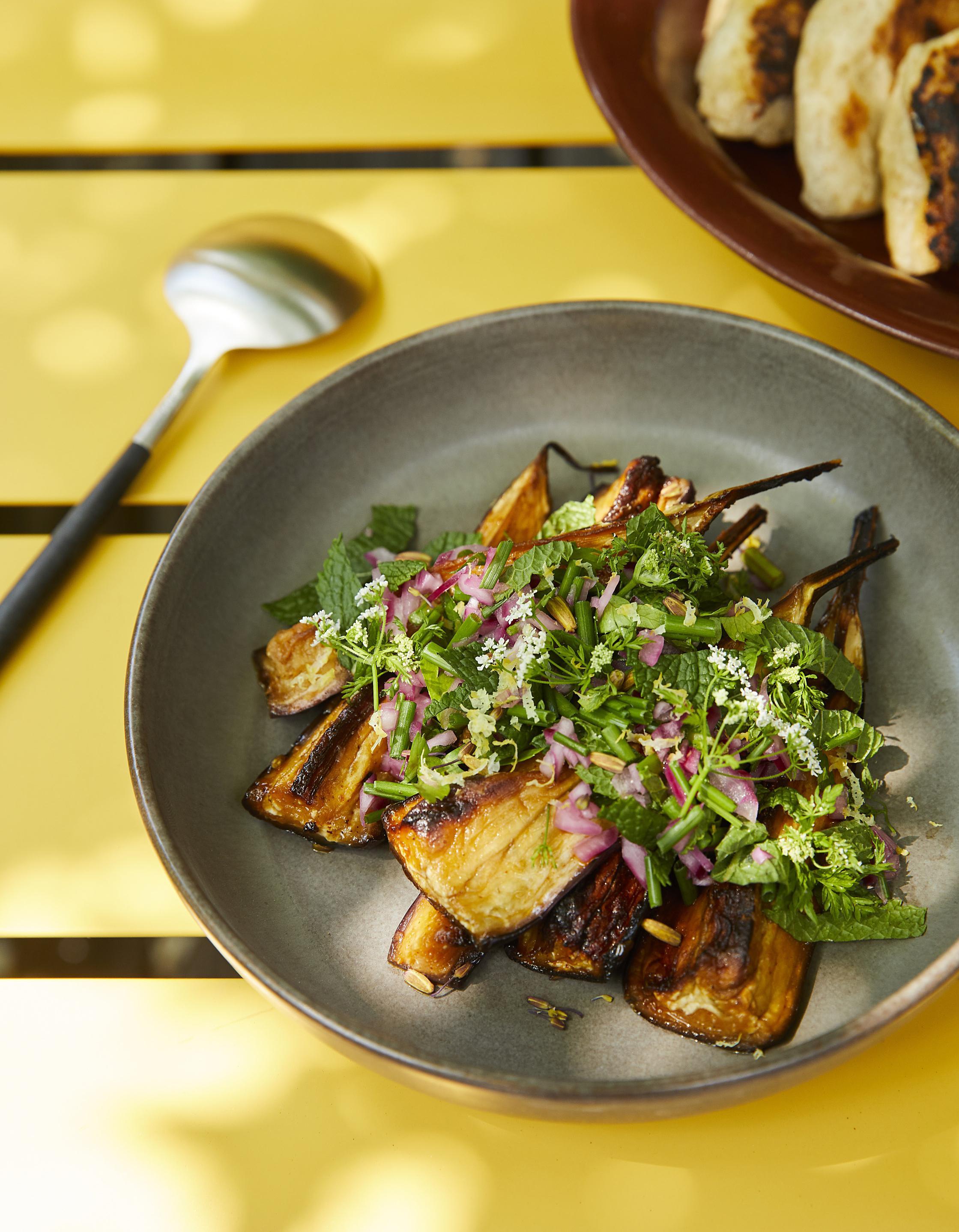 Salade d aubergines fum es aux herbes fra ches pour 4 personnes recettes elle table - A bon verre bonne table recettes ...