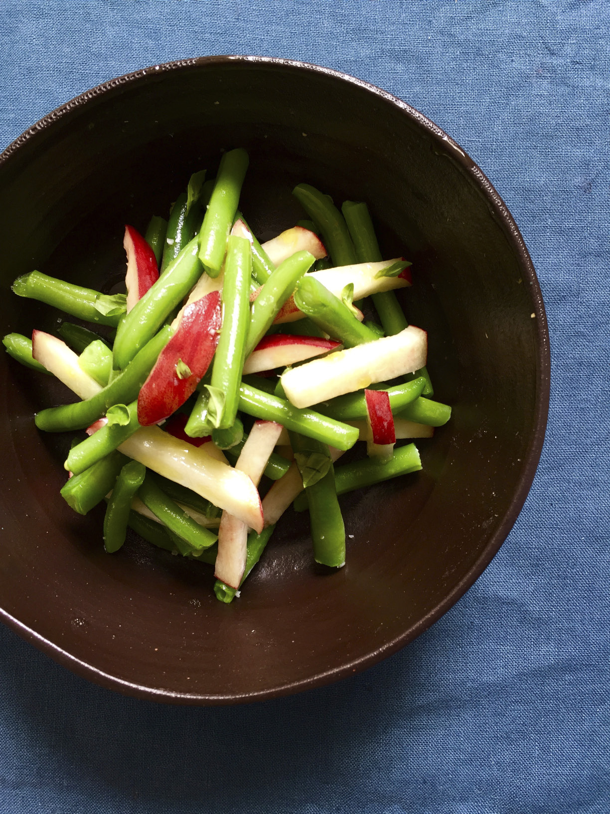 Salade de haricots verts p ches blanches basilic pour 4 personnes recettes elle table - Quels sont les meilleures varietes d haricot vert ...