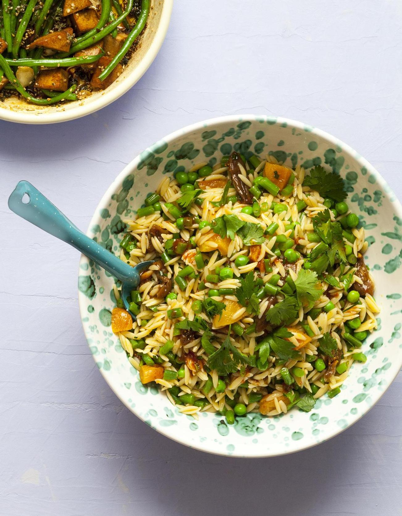 salade de petites p tes et haricots verts aux fruits secs pour 6 personnes recettes elle table. Black Bedroom Furniture Sets. Home Design Ideas