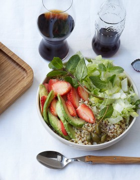 salade de quinoa sucr e sal e pour 6 personnes recettes elle table elle table. Black Bedroom Furniture Sets. Home Design Ideas