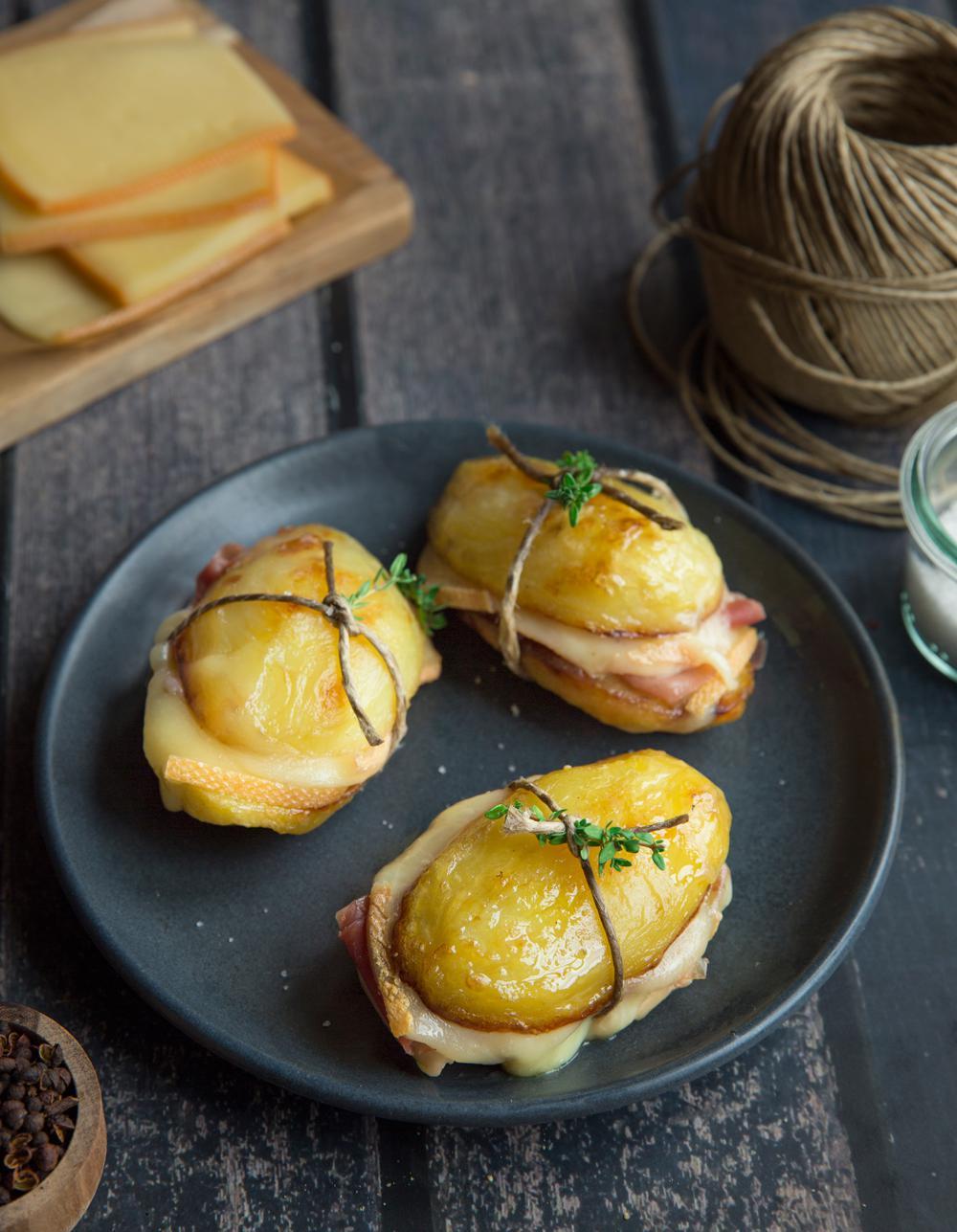 sandwich de pommes de terre et raclette pour 6 personnes recettes elle table. Black Bedroom Furniture Sets. Home Design Ideas