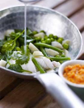 Sole à la goyave, étuvée de légumes verts et purée de patates douces