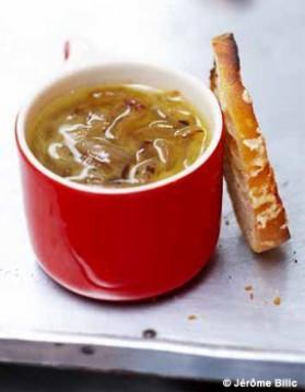 Soupe l oignon gratin e pour 6 personnes recettes elle table elle table - Soupe a l oignon gratinee ...