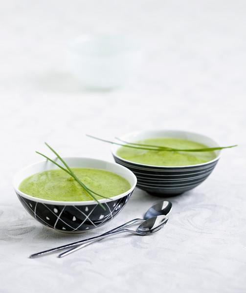 soupe aux petits pois pour 4 personnes recettes elle table. Black Bedroom Furniture Sets. Home Design Ideas