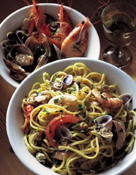 Spaghetti aux fruits de mer pour 4 personnes recettes elle table elle table - Spaghetti aux fruits de mer ...