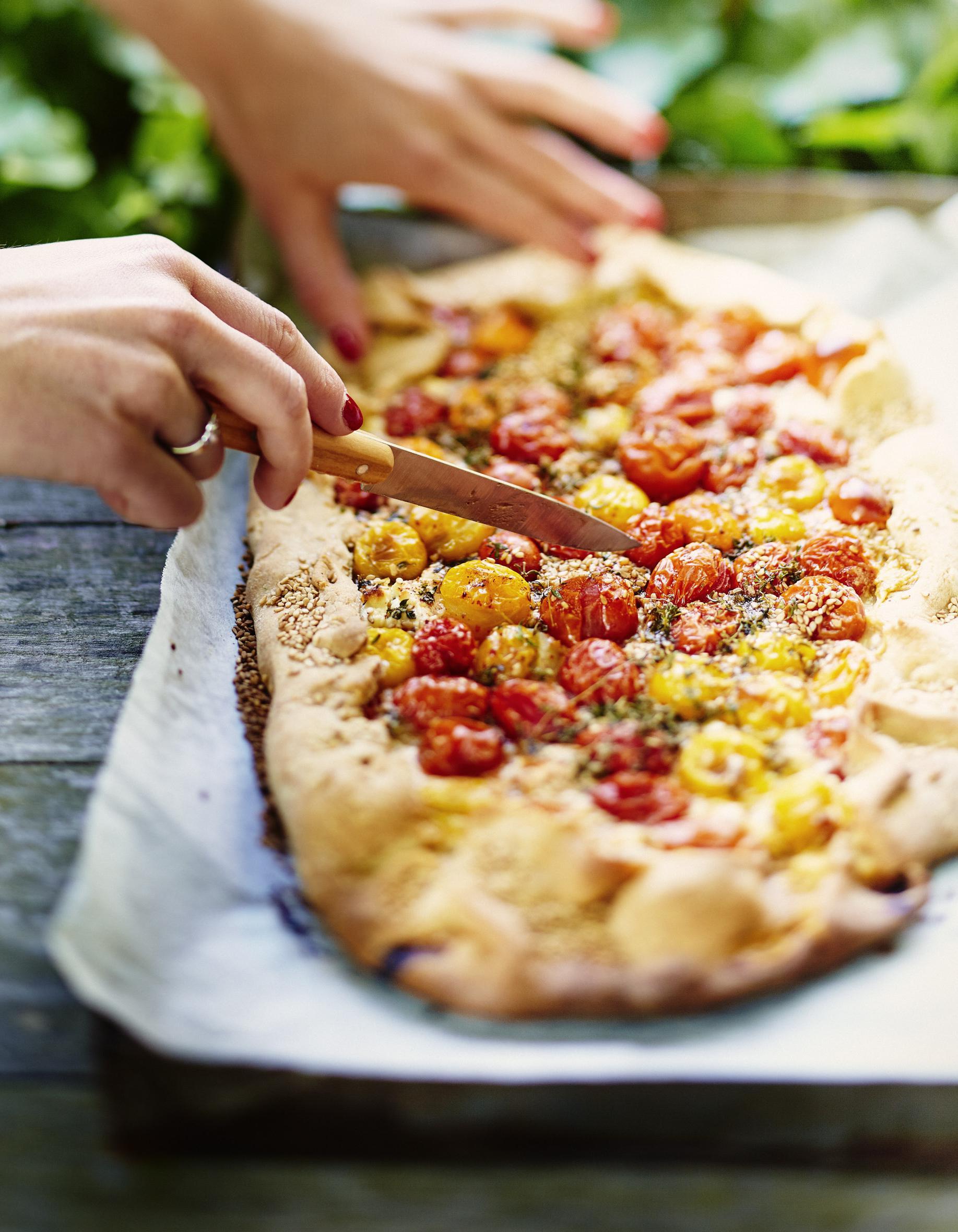 Tarte Chevre Et Tomates Cerises Pour 6 Personnes Recettes Elle A Table