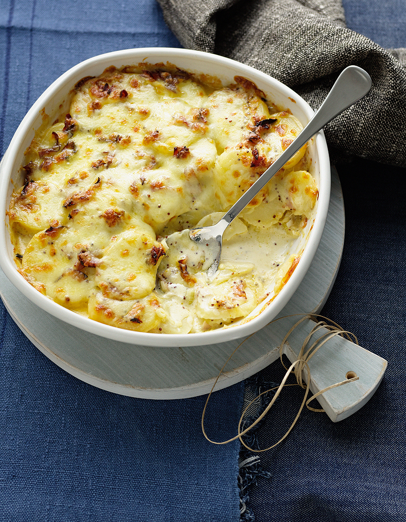 tartiflette au vin blanc pour 4 personnes recettes elle table. Black Bedroom Furniture Sets. Home Design Ideas