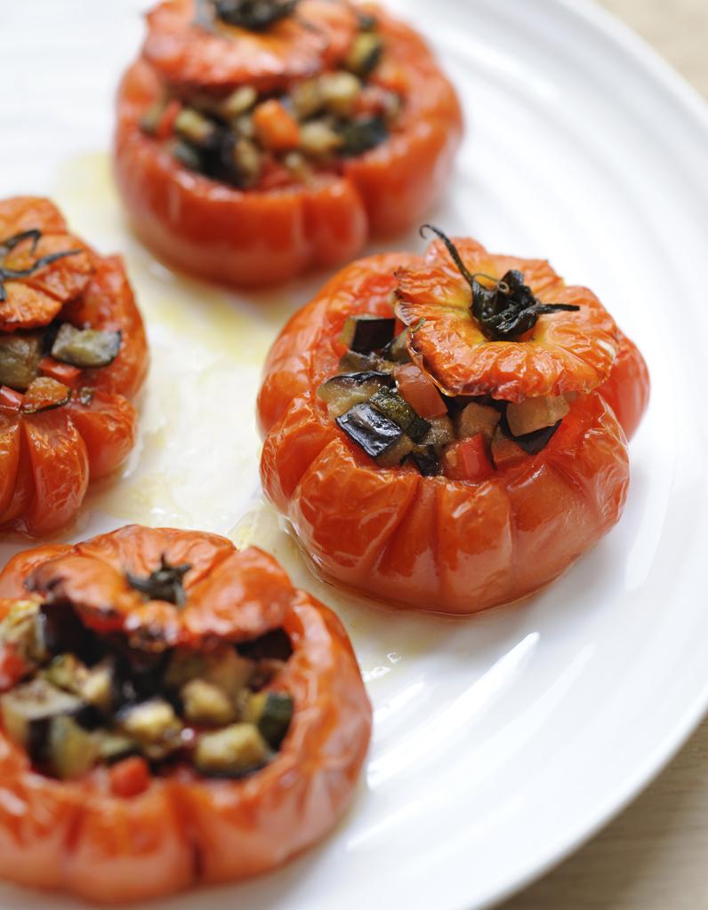Tomates farcies, olives-anchois pour 4 personnes ...