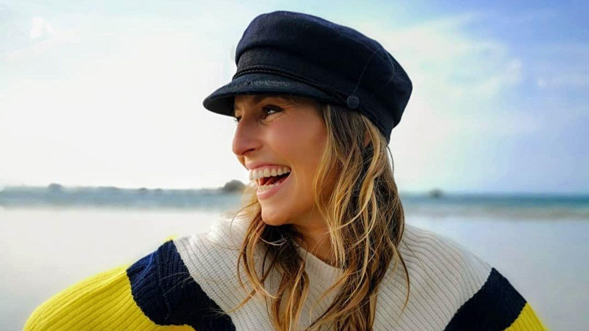 b4b4d1078b8 Laury Thilleman nous montre comment porter la casquette de marin à la  rentrée - Elle