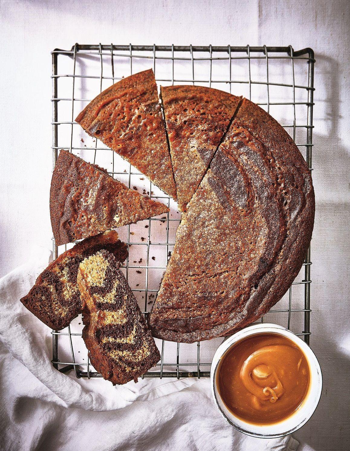 g teau marbr z bre chocolat caramel au beurre sal pour 6 personnes recettes elle table. Black Bedroom Furniture Sets. Home Design Ideas