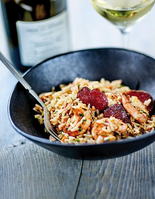riz cr ole crevettes saut es chorizo et ail nouveau pour 4 personnes recettes elle table. Black Bedroom Furniture Sets. Home Design Ideas