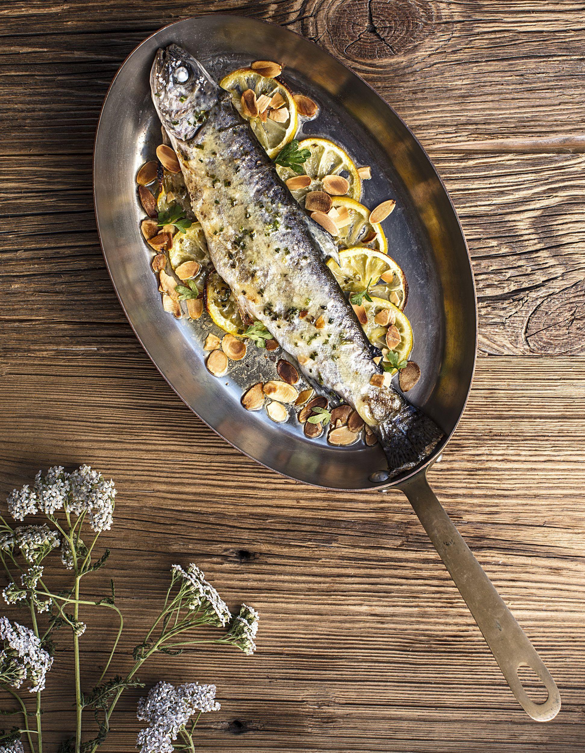 Truite fario cuite enti re au four beurre frais pour 4 for Cuisine entiere