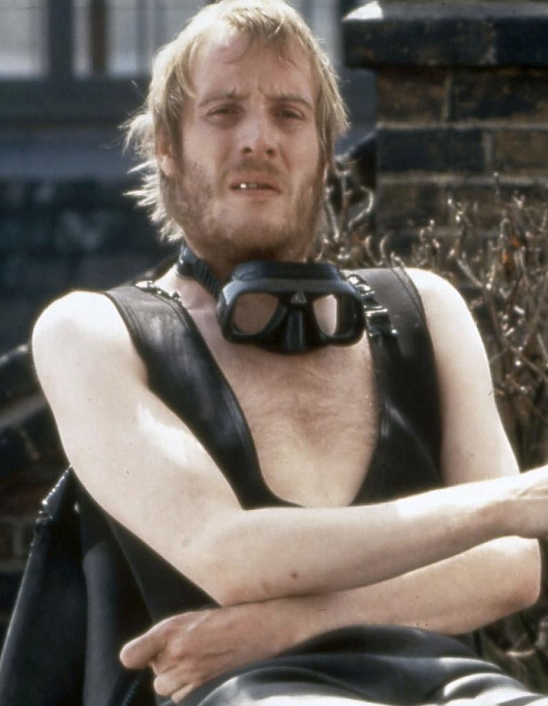 Bonneville And Son >> Rhys Ifans est Spike - Que sont-ils devenus... les acteurs