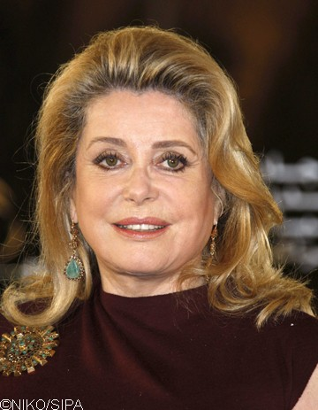 catherine deneuve l affiche du prochain ast rix elle. Black Bedroom Furniture Sets. Home Design Ideas