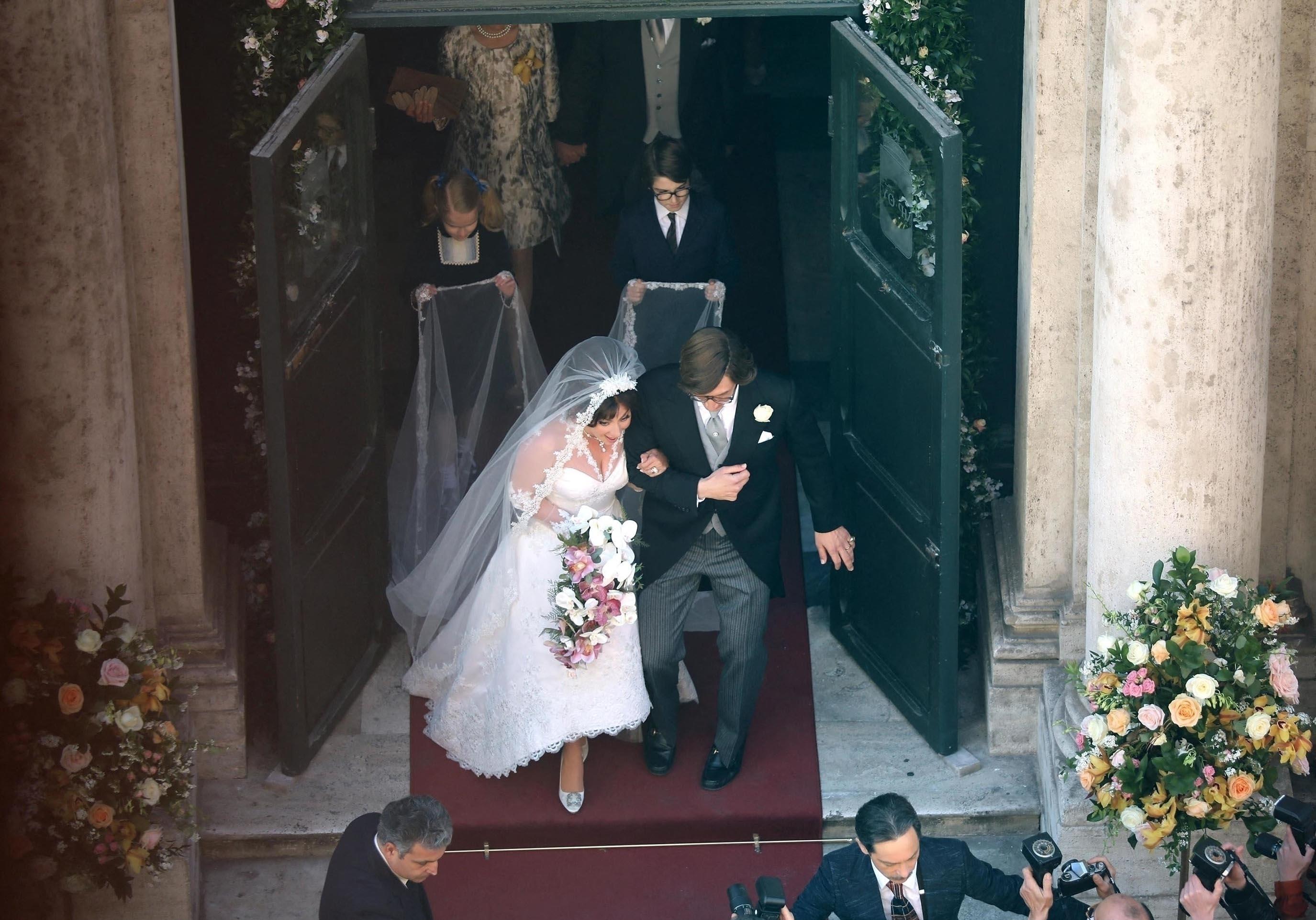 House of Gucci : Lady Gaga époustouflante dans sa robe de mariée - Elle