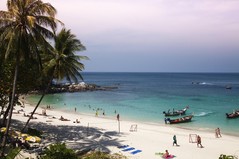 plage tha u00eflande pour faire la f u00eate   la plage de patong