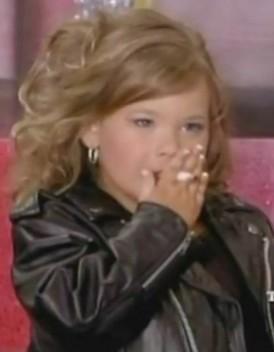 USA-A-4-ans-elle-fume-pour-un-concours-de-mini-miss_mode_une