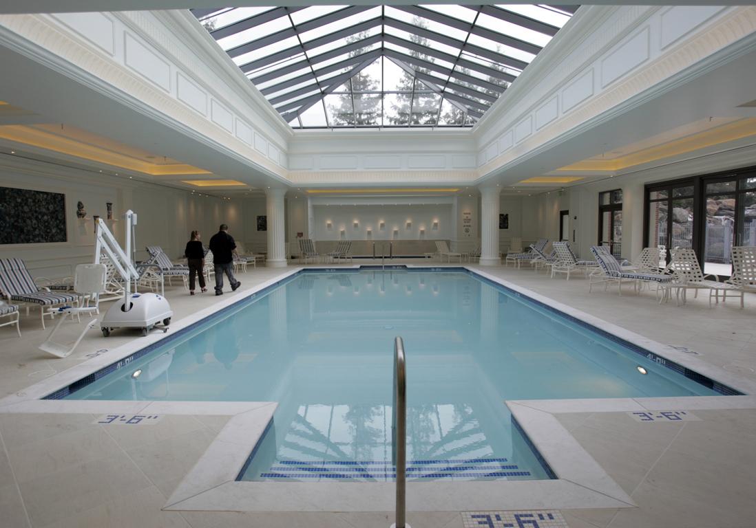 une piscine art d co piscines paris notre guide des. Black Bedroom Furniture Sets. Home Design Ideas