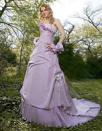 mariage guide shopping robe couleur complicite lavande 20 robes pour une mari e haute en. Black Bedroom Furniture Sets. Home Design Ideas