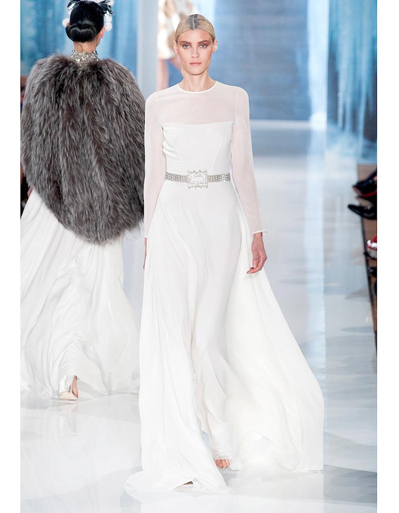 68e0c6bbc39 La princesse de Valentin Yudashkin - Robes de mariée   30 silhouettes de défilés  pour s inspirer - Elle
