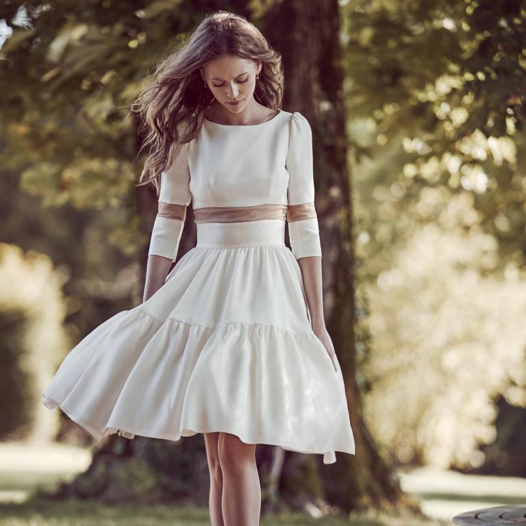 robe de mari e courte les plus belles robes de mari e. Black Bedroom Furniture Sets. Home Design Ideas
