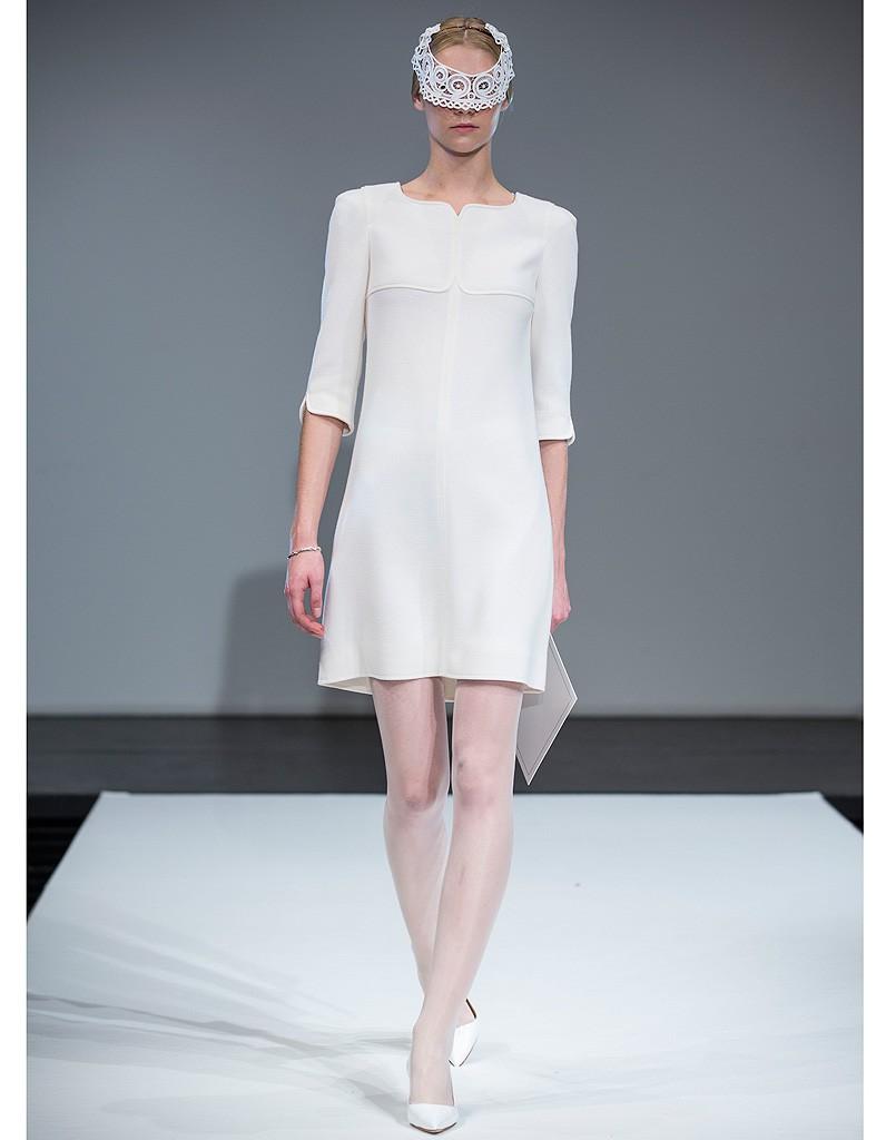 robe blanche courr ges robes de mari e on pioche dans le pr t porter elle. Black Bedroom Furniture Sets. Home Design Ideas