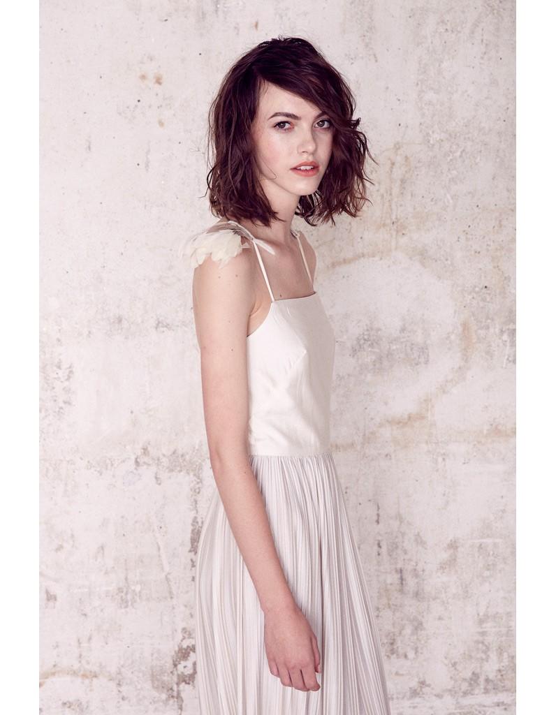 Robe avec jupe pliss e sess n lance sa collection de for Robe de mariage et jupe