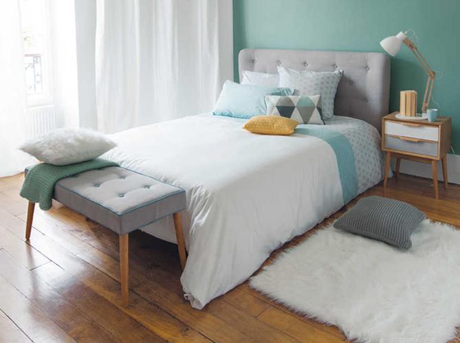 banquette de chambre un lit en palette bois dans une. Black Bedroom Furniture Sets. Home Design Ideas