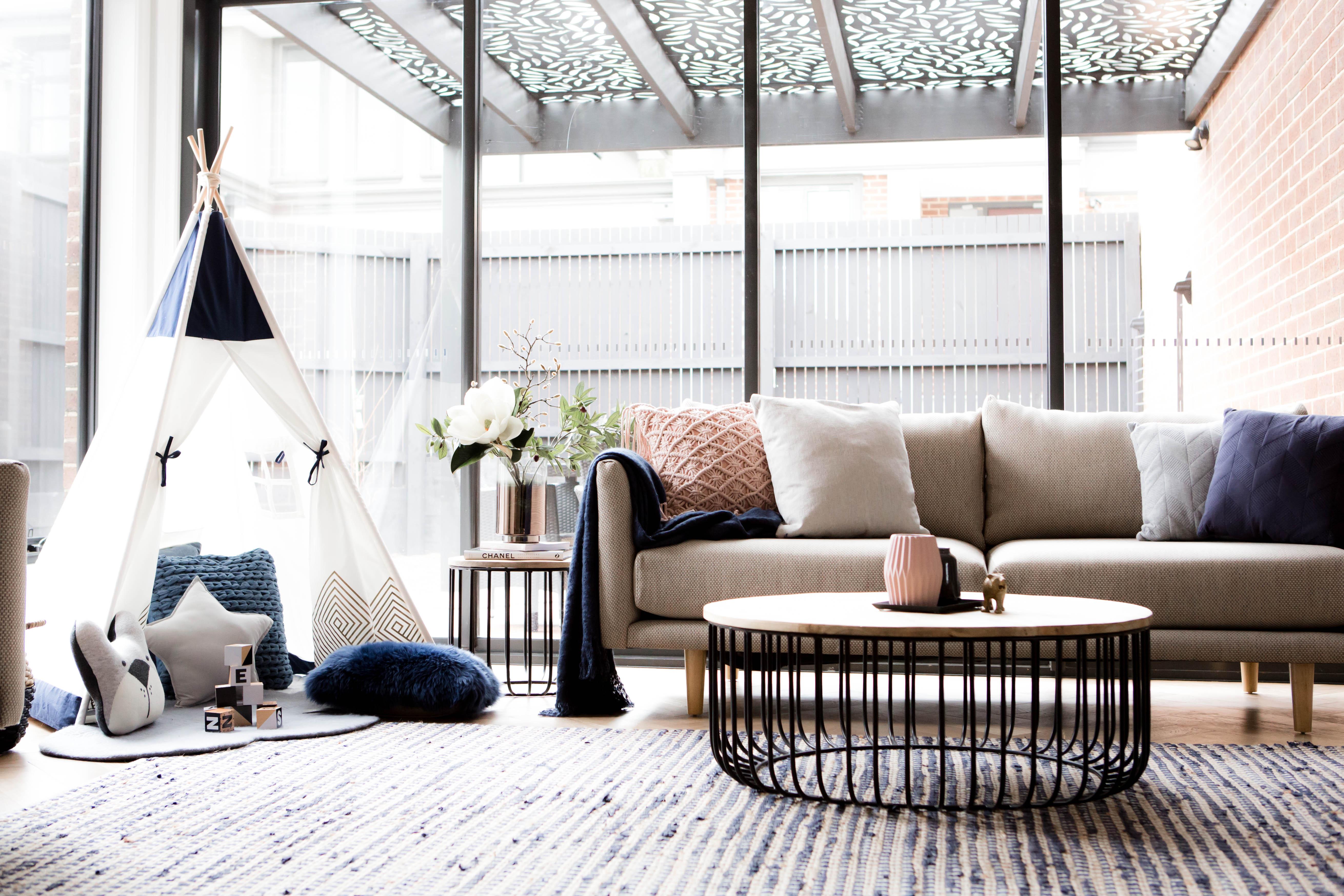connaissez vous la diff rence entre un salon classique et un salon familial elle d coration. Black Bedroom Furniture Sets. Home Design Ideas