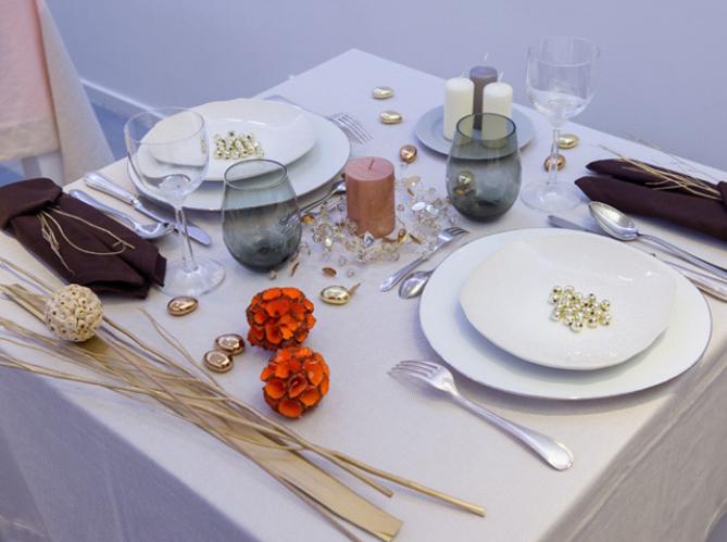 comment dresser une table dans les r gles de l art. Black Bedroom Furniture Sets. Home Design Ideas