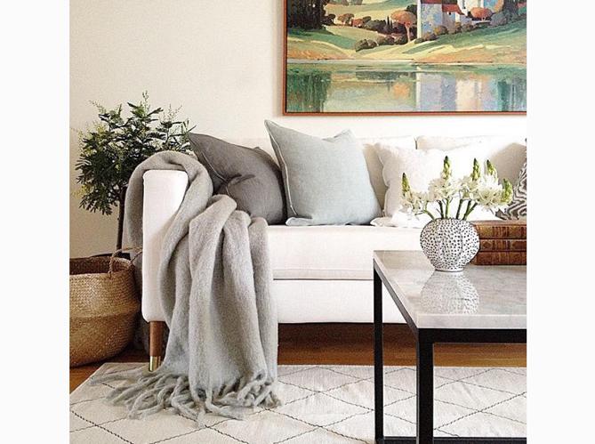 customiser meuble ikea hacker ces marques qui rhabillent. Black Bedroom Furniture Sets. Home Design Ideas