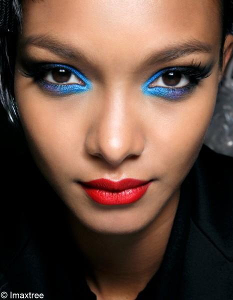 comment porter le maquillage bleu sans faux pas elle. Black Bedroom Furniture Sets. Home Design Ideas